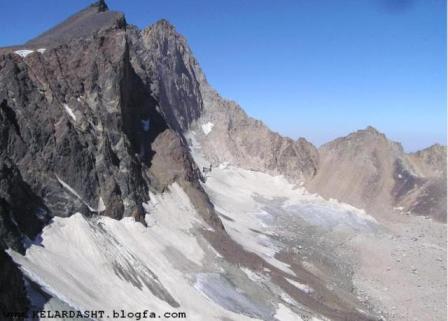 علم کوه با 4850 متر ارتفاع (دومین قله بلند ایران) در کلاردشت